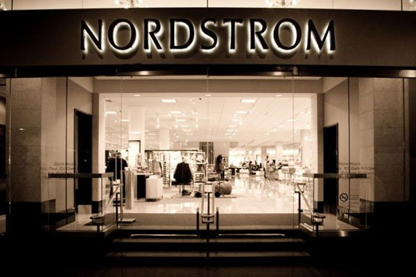 apple-iPhone-payment-system-with-nordstrom_00