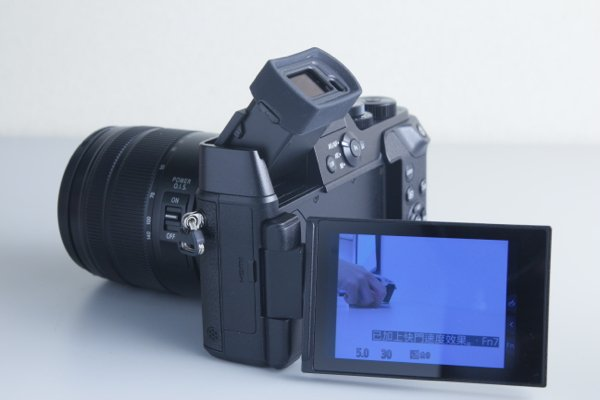▲EVF 可多角度調校,而 3吋觸控屏亦有多角度調校。