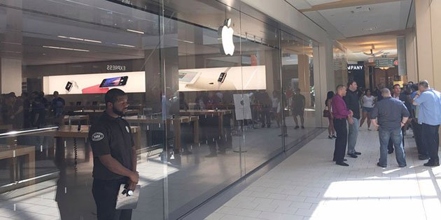 apple-store-worker-charged-with-using-bogus-credit-cards-to-buy-nearly-1-million-in-apple-gift-cards_00