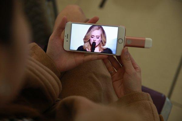 ▲用家可以把影片先儲存在iKilps 內,再用 iPhone 播放影片