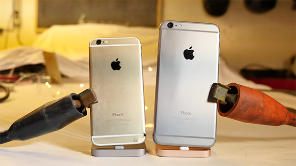 electrocuting-an-iphone-with-6000-amps_00