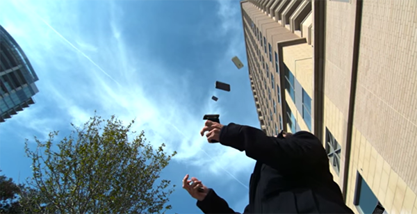 how-many-iphones-can-a-9-time-world-champion-juggle_02