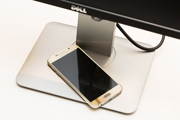 this-dell-display-can-charge-your-smartphone_00
